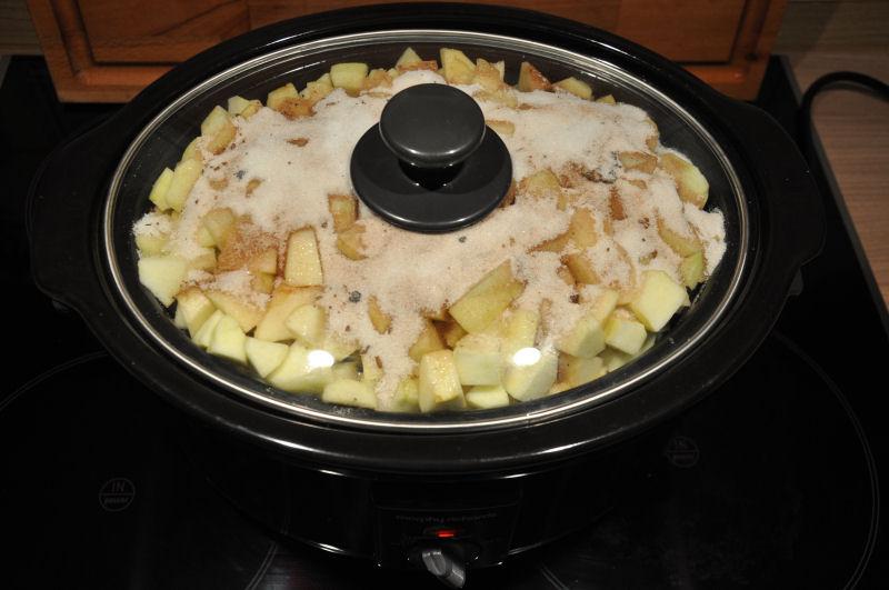 Apfelstücke mit Zuckermischung im Crockpot apple butter-AppleButter03-Apple Butter aus dem Crockpot / Slow Cooker