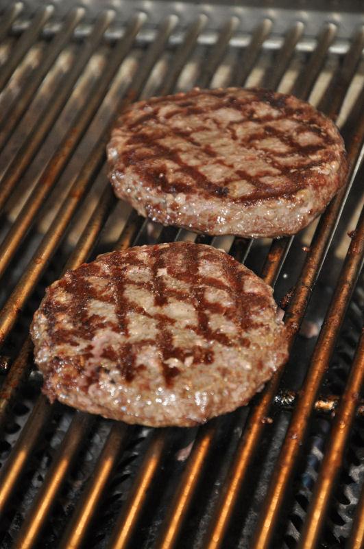 Gegrillte Burgerpatties Pulled Beef Burger-BCBPBB04-Pulled Beef Burger mit Crispy Bacon