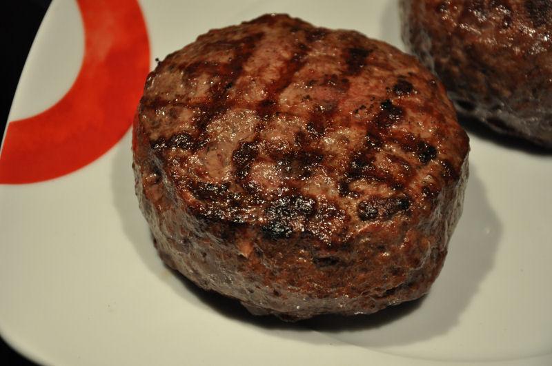Fertig gegrillte Burgerpatties Griechischer Burger-Burger07-Griechischer Burger mit Feta gefüllt