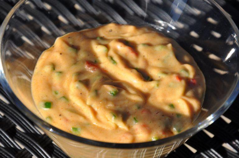 Cremige Chili Cheese Sauce – für Burger, Hot Dogs und zum Dippen