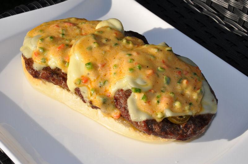 Das Bun wird belegt Long Chili Cheese-LongChiliCheese07-Long Chili Cheese Burger