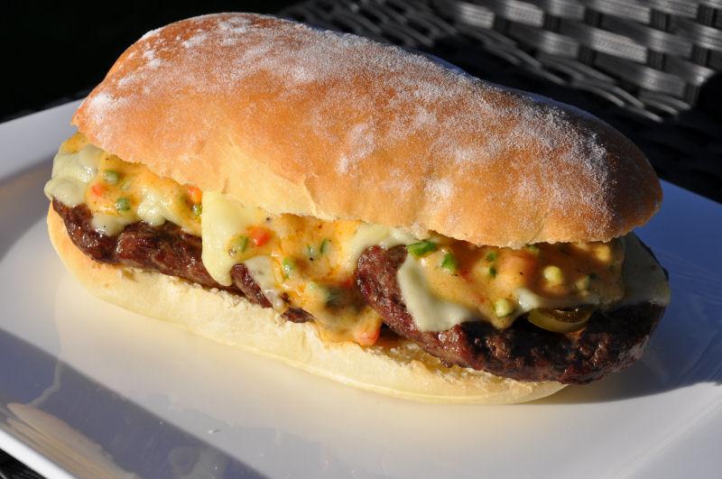 Fertig ist der Long Chili Cheese Burger Long Chili Cheese-LongChiliCheese08-Long Chili Cheese Burger