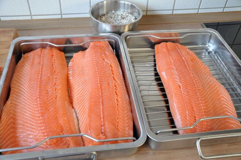 Kaltgeräucherte Lachsfilets räucherlachs-Raeucherlachs01-Räucherlachs selber machen – Kaltgeräucherte Lachsfilets