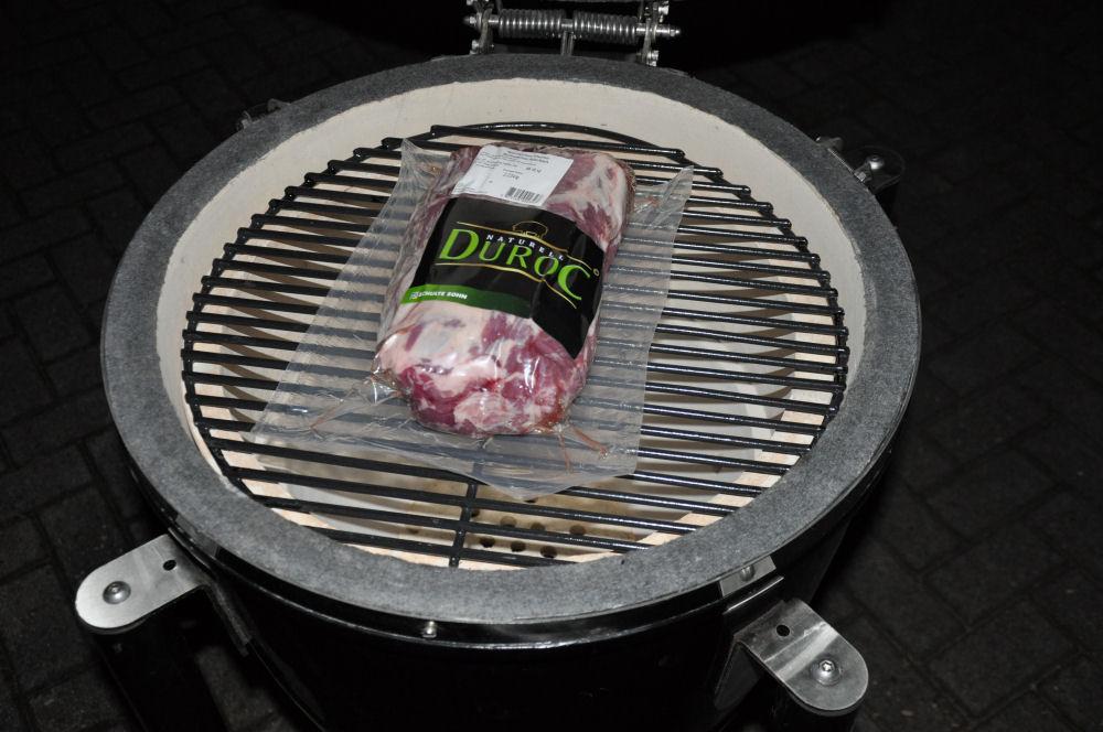 Duroc Nacken auf Grill Dome Keramikgrill duroc pulled pork-DurocGrillDome01-Iberisches Duroc Pulled Pork aus dem Grill Dome Keramikgrill duroc pulled pork-DurocGrillDome01-Iberisches Duroc Pulled Pork aus dem Grill Dome Keramikgrill