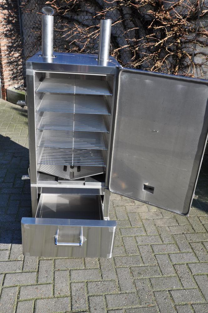 Der geöffnete Smoker mit 5 Grillrosten Fire Magic Smoker 24S-SMB-FireMagicSmoker10-Neuer Smoker für die BBQ Wiesel Niederrhein: Fire Magic Smoker 24S-SMB
