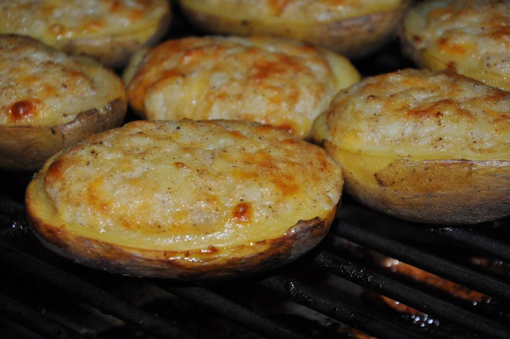 Gefüllte Grillkartoffeln auf dem Grill Dome Radio KW-Wintergrillen10-Wintergrillen bei den BBQ Wieseln Niederrhein mit Radio KW