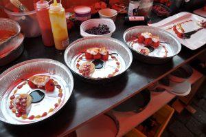 Das Dessert wird angerichtet Dingdener Grillmeisterschaft-DingdenerGrillmeisterschaft16 300x199-Die BBQ Wiesel Niederrhein werden Dritter bei der 2.Dingdener Grillmeisterschaft
