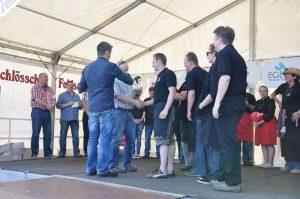 Die BBQ Wiesel Niederrhein bekommen den Preis für den 3.Platz überreicht Dingdener Grillmeisterschaft-DingdenerGrillmeisterschaft23 300x199-Die BBQ Wiesel Niederrhein werden Dritter bei der 2.Dingdener Grillmeisterschaft Dingdener Grillmeisterschaft-DingdenerGrillmeisterschaft23 300x199-Die BBQ Wiesel Niederrhein werden Dritter bei der 2.Dingdener Grillmeisterschaft