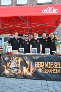 Das Team der BBQ Wiesel in Dingden Dingdener Grillmeisterschaft-DingdenerGrillmeisterschaft24 199x300-Die BBQ Wiesel Niederrhein werden Dritter bei der 2.Dingdener Grillmeisterschaft