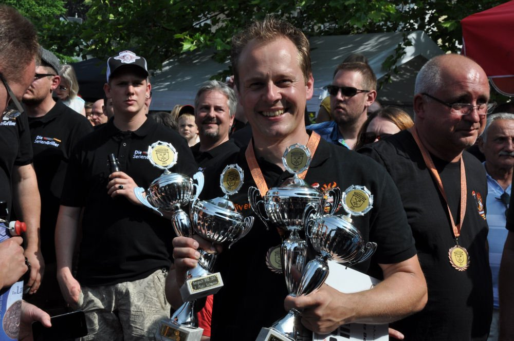 Siegerehrung Bergisch BBQ 2013 Bergisch BBQ-BergischBBQ10-Erfolgreiche Teilnahme bei Bergisch BBQ 2013: 4 Pokale für die BBQ Wiesel