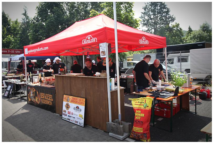 Stand der BBQ Wiesel bei Bergisch BBQ 2013 Bergisch BBQ-wiesel odenthal 012-Erfolgreiche Teilnahme bei Bergisch BBQ 2013: 4 Pokale für die BBQ Wiesel