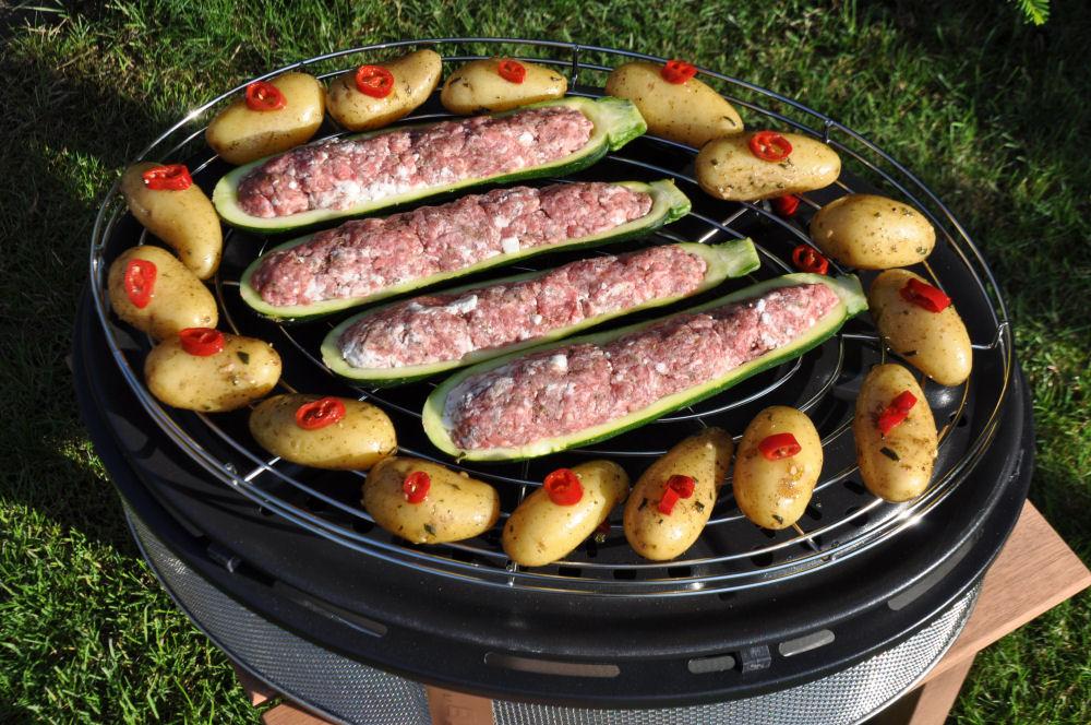 Gefüllte Zucchini auf dem Cobb Supreme Cobb Supreme-CobbSupremeZucchini04-Gefüllte Zucchini griechische Art vom Cobb Supreme