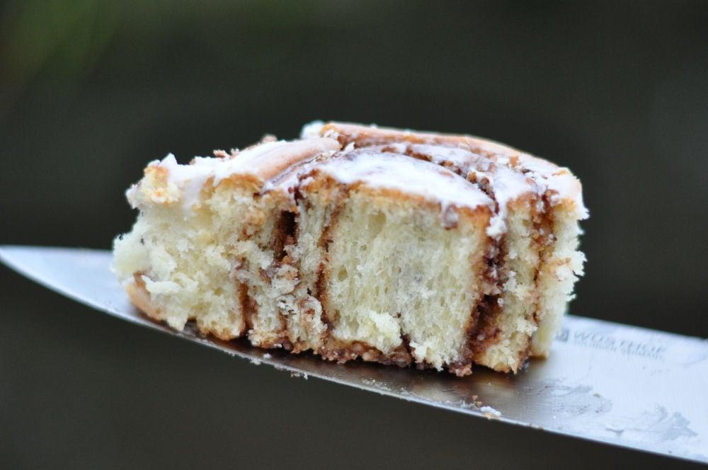Anschnittbild einer Cinnamon Roll Zimtschnecken-CinnamonRolls09-Zimtschnecken aus dem Dutch Oven – Cinnamon Rolls