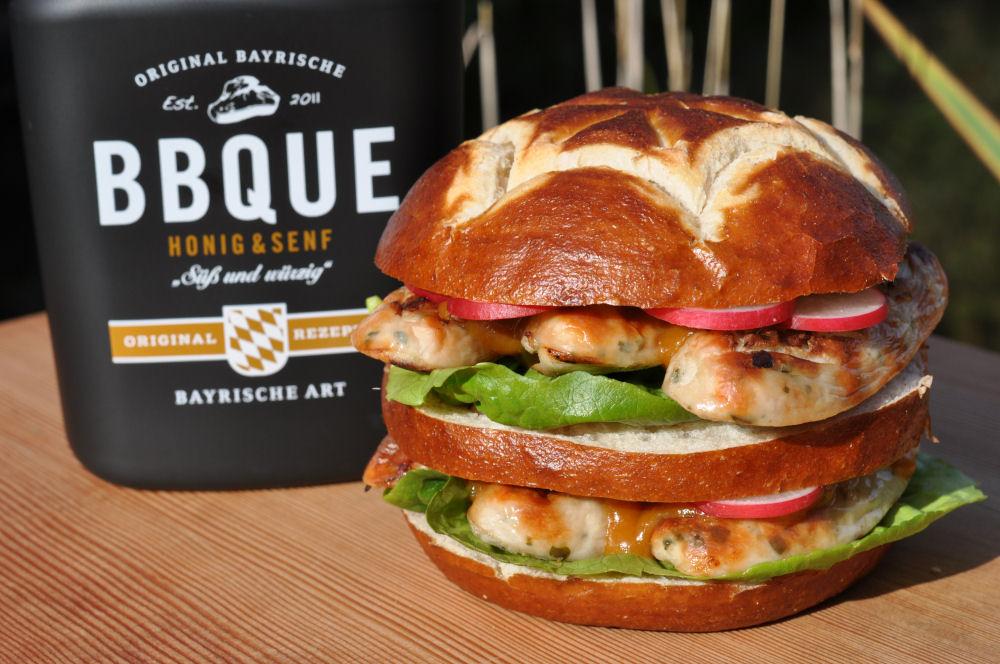 Weißwurst-Doppelburger weißwurst-burger-WeisswurstBurger06-Weißwurst-Burger – Bayerischer Burger mit Weißwurst & süßem Senf