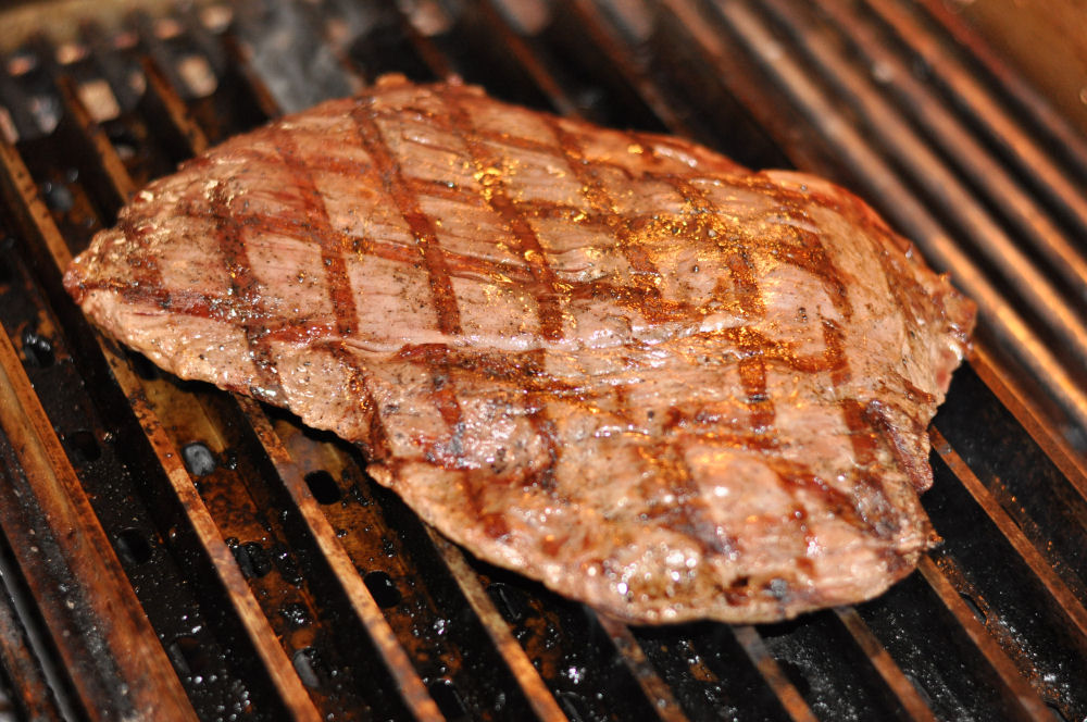 Flank Steak auf GrillGrates flank steak-Flanksteak03-Flank Steak grillen – so gelingt es perfekte