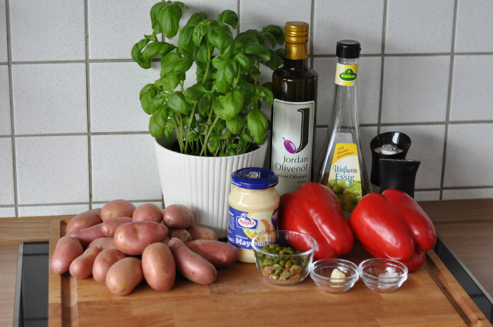 Zutaten für Kartoffelsalat mit Pistazienpesto kartoffelsalat mit pistazienpesto-KartoffelsalatPistazienpesto01-Warmer Kartoffelsalat mit Pistazienpesto