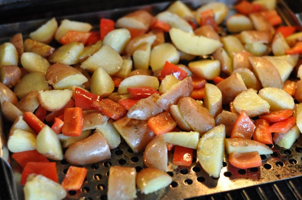 Kartoffeln und Paprika auf dem Grill kartoffelsalat mit pistazienpesto-KartoffelsalatPistazienpesto03-Warmer Kartoffelsalat mit Pistazienpesto
