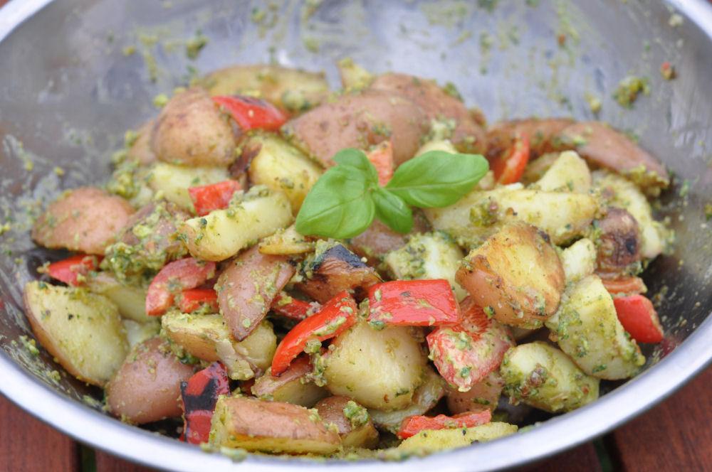 Kartoffelsalat mit Pistazienpesto kartoffelsalat mit pistazienpesto-KartoffelsalatPistazienpesto04-Warmer Kartoffelsalat mit Pistazienpesto