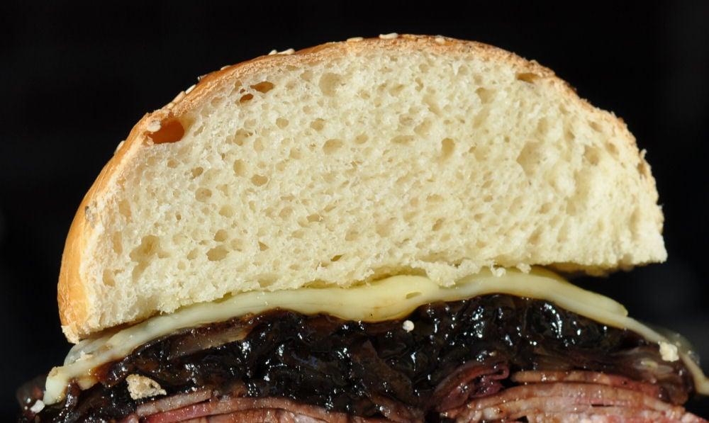 Anschnitt des perfekten Burgerbrötchen hamburgerbrötchen-PerfekteHamburgerbroetchen04-Hamburgerbrötchen – die perfekten Brioche Burger Buns