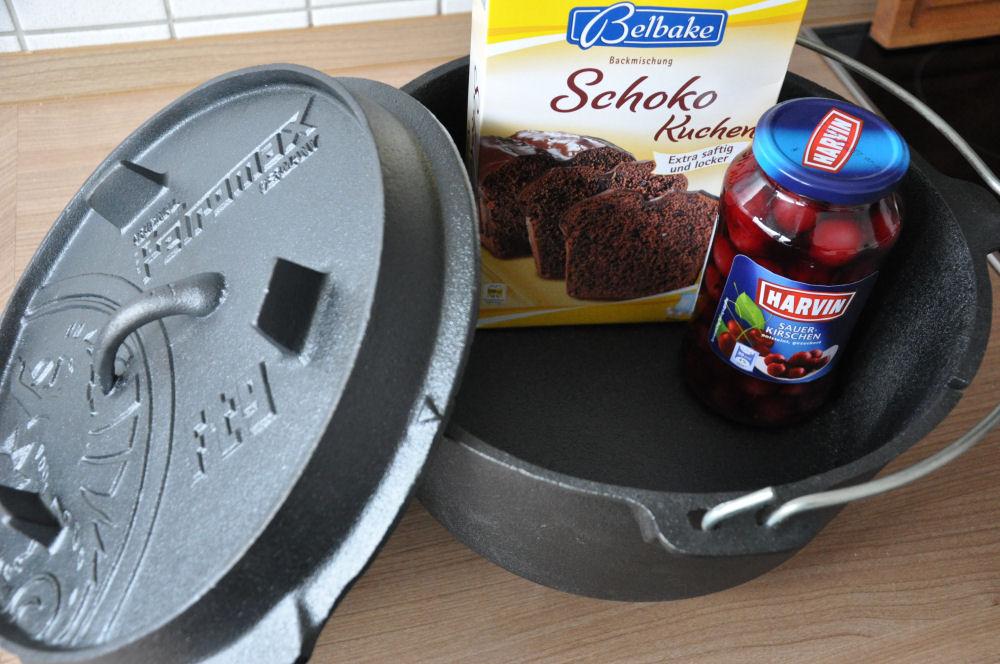 Cobbler aus dem Dutch Oven Schoko-Kirsch-Cobbler-SchokoKirschCobbler01-Schoko-Kirsch-Cobbler aus dem Dutch Oven