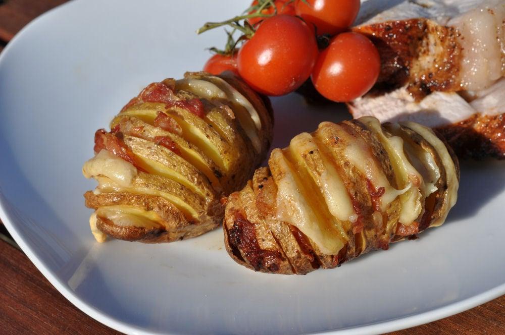 Fächerkartoffeln fächerkartoffeln-BaconCheeseFaecherkartoffeln05-Fächerkartoffeln mit Bacon & Käse – Hasselback Potatoes