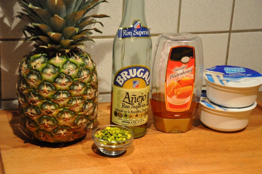 Gegrillte Ananas gegrillte ananas-GegrillteAnanas01-Gegrillte Ananas mit Pistazien und Honig-Joghurt
