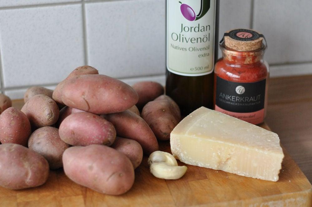Zutaten für gebackene Parmesankartoffeln parmesan-kartoffeln-ParmesanKartoffeln01-Parmesan-Kartoffeln mit geräuchertem Paprikapulver parmesan-kartoffeln-ParmesanKartoffeln01-Parmesan-Kartoffeln mit geräuchertem Paprikapulver