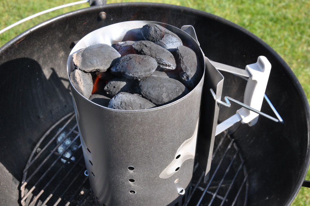 Florabest Holzkohlegrill Anleitung : Den grill mit einem anzündkamin sicher anzünden bbqpit.de