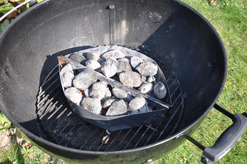 Weber Holzkohlegrill Hitze : Den grill sicher anzünden mit einem anzündkamin bbqpit.de