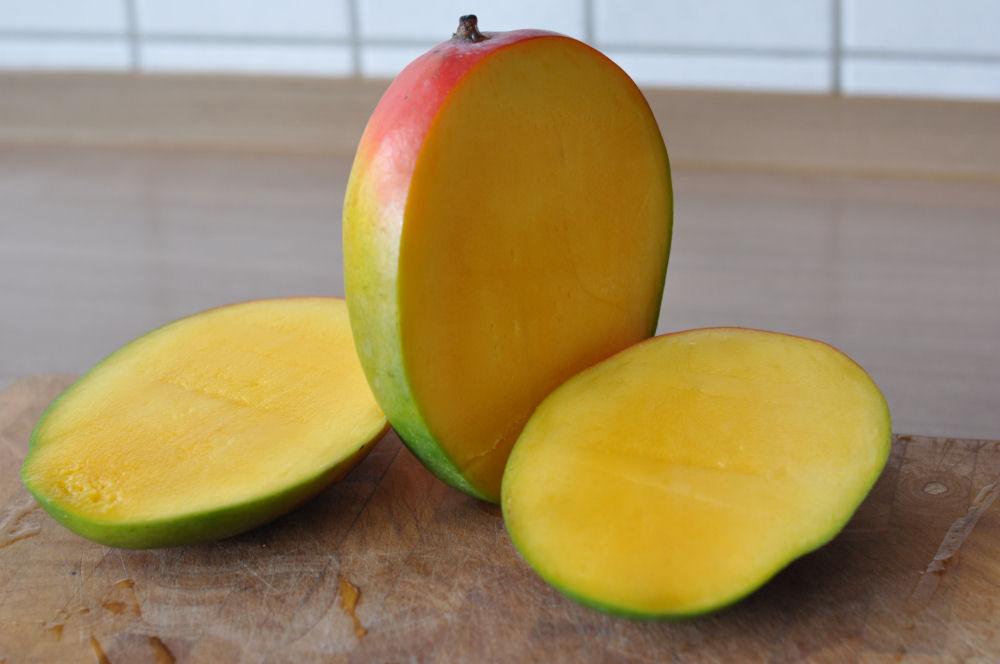 Aufgeschnittene Mango Mango-Minz-Chutney-MangoMinzChutney01-Mango-Minz-Chutney mit Jakobsmuscheln im Speckmantel