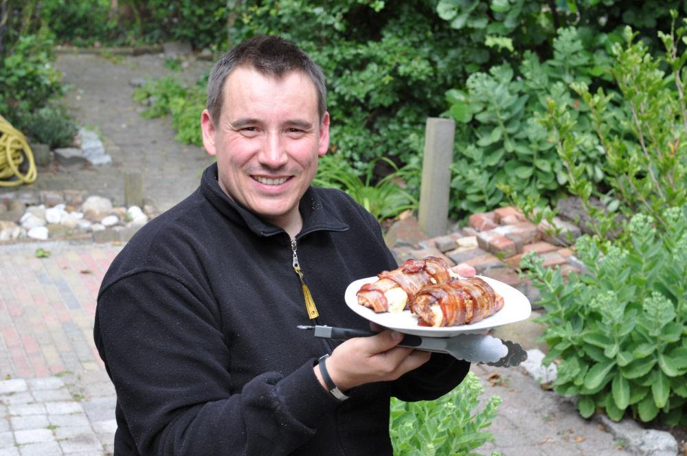 Gefüllte Hähnchenbrust gefüllte hähnchenbrust-GefuellteHaehnchenbrust02-Mit Käse gefüllte Hähnchenbrust im Speckmantel von UdenheimBBQ