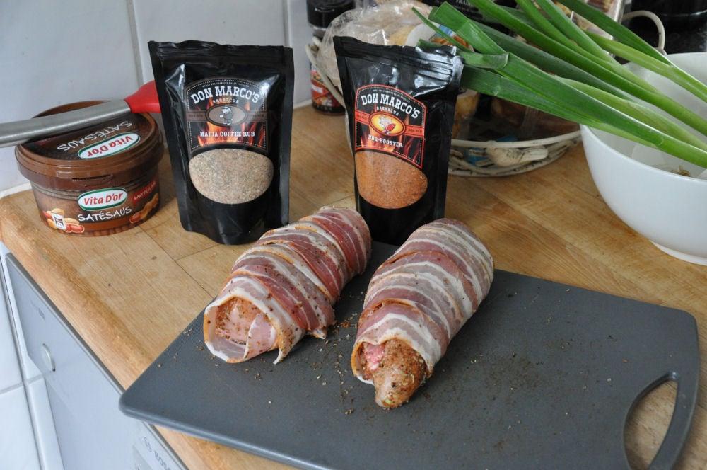 Gefüllte Hähnchenbrust gefüllte hähnchenbrust-GefuellteHaehnchenbrust04-Mit Käse gefüllte Hähnchenbrust im Speckmantel von UdenheimBBQ