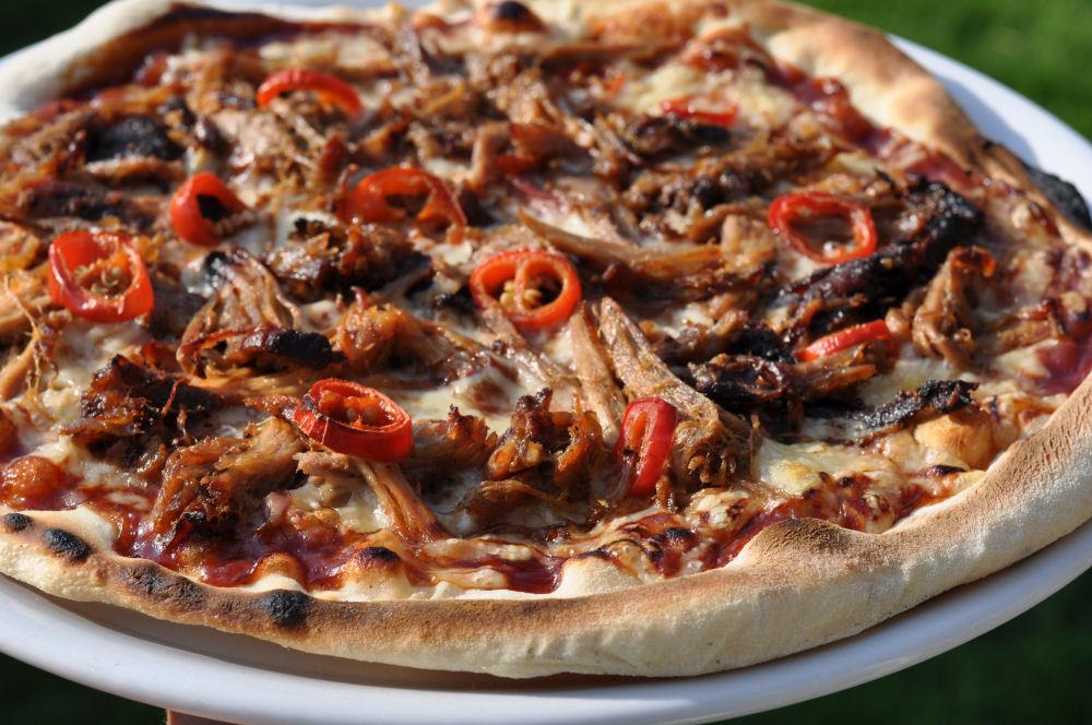 Perfekter Pizzateig So Gelingt Die Pizza Vom Grill Bbqpitde