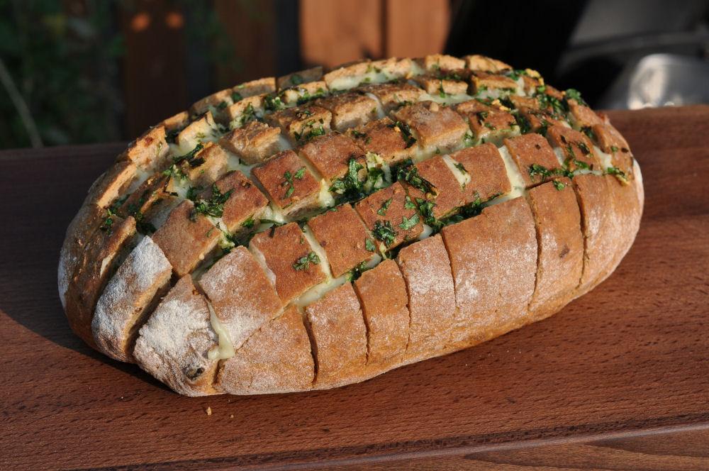 Partybrot käse-zupfbrot-KaseZupfbrot05-Käse-Zupfbrot – Partybrot mit Kräutern und Käse