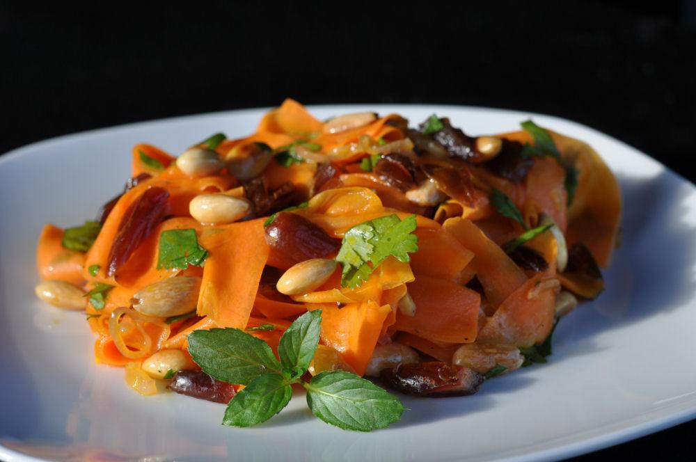 Orientalischer Möhrensalat orientalischer möhrensalat-OrientalischerMoehrensalat03-Orientalischer Möhrensalat mit Datteln und Mandeln