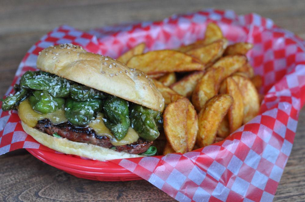 Pimiento Burger pimiento burger-PimientoBurger03-Pimiento Burger – Bratpaprika Burger