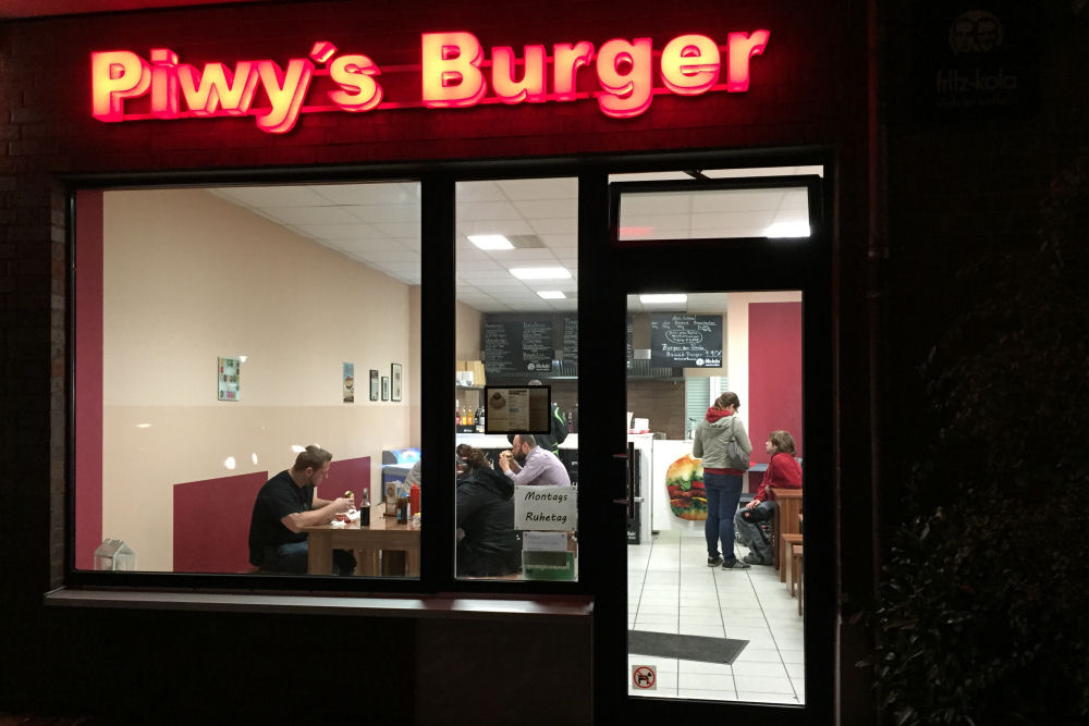 Piwy's Burger in Oberhausen Piwy's Burger-PiwysBurger02-Piwy's Burger in Oberhausen im BBQPit-Burgerbuden-Test
