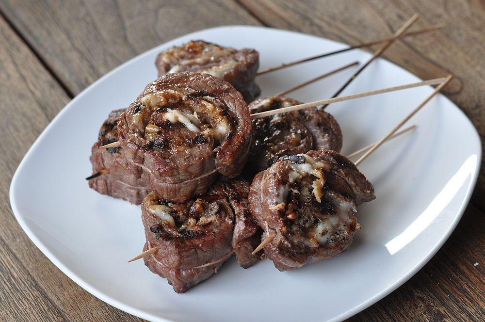 Flank Steak Pinwheels flank steak pinwheels-FlanksteakPinwheels07-Flank Steak Pinwheels mit Ziegenkäse, Walnüßen und Honig