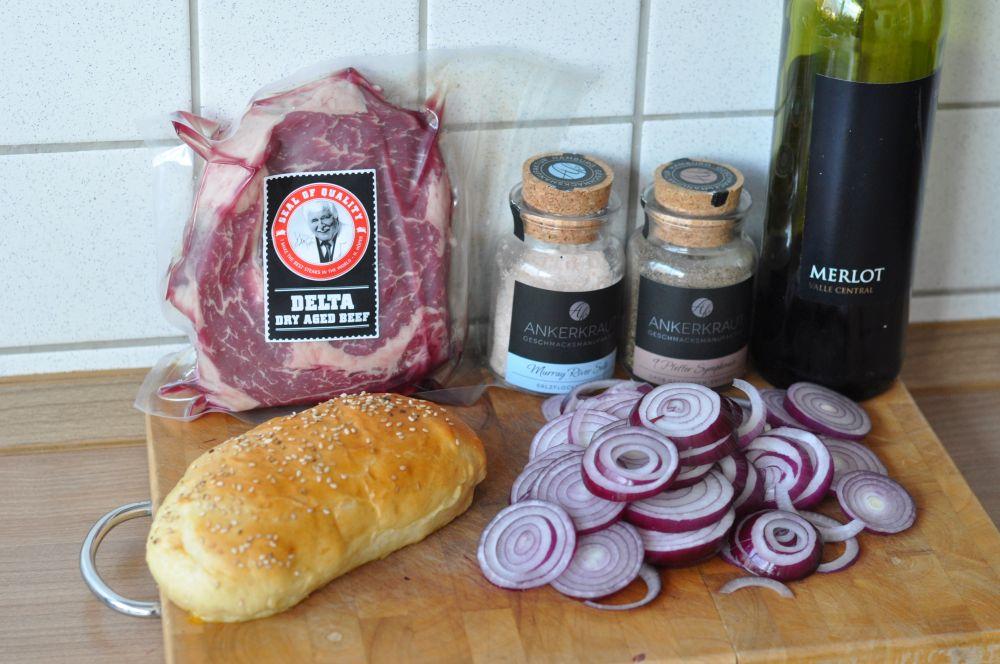 Steak-Sandwich Steak-Sandwich-SteakSandwich01-Steak-Sandwich mit Rotweinzwiebeln und Cheddar
