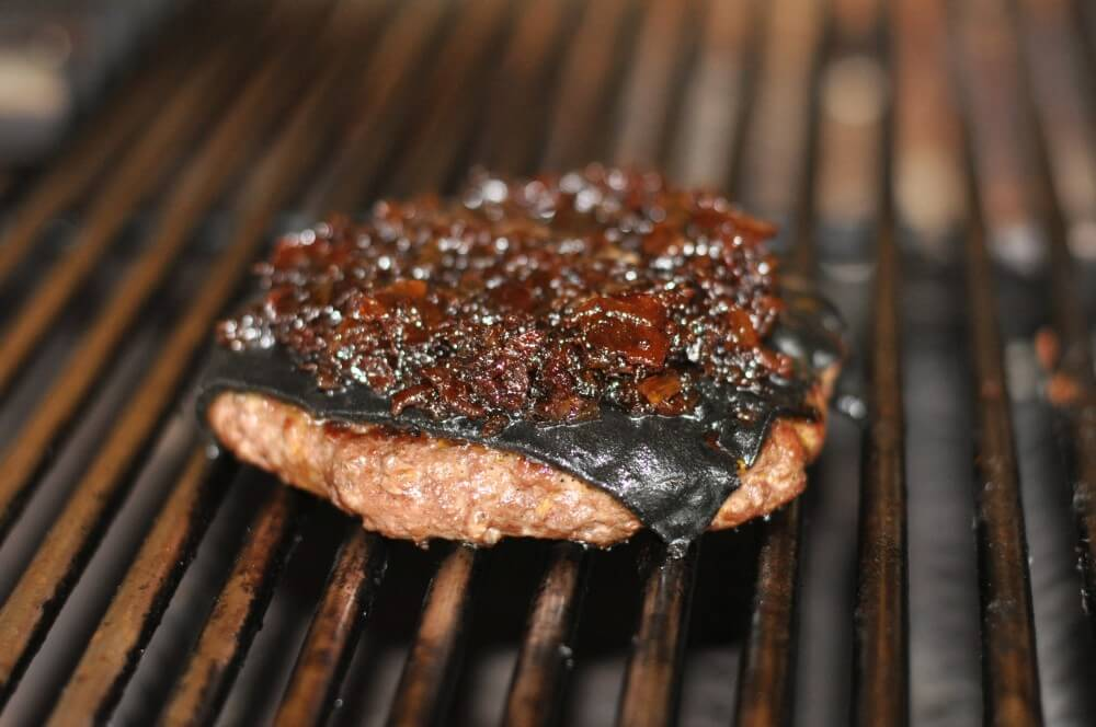 Schwarzer Cheeseburger Black Cheeseburger-SchwarzerCheeseburger01-Black Cheeseburger – Burger mit schwarzem Käse