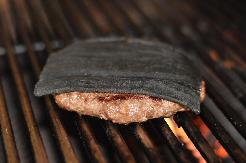 SchwarzerCheeseburger02 Black Cheeseburger-SchwarzerCheeseburger02-Black Cheeseburger – Burger mit schwarzem Käse