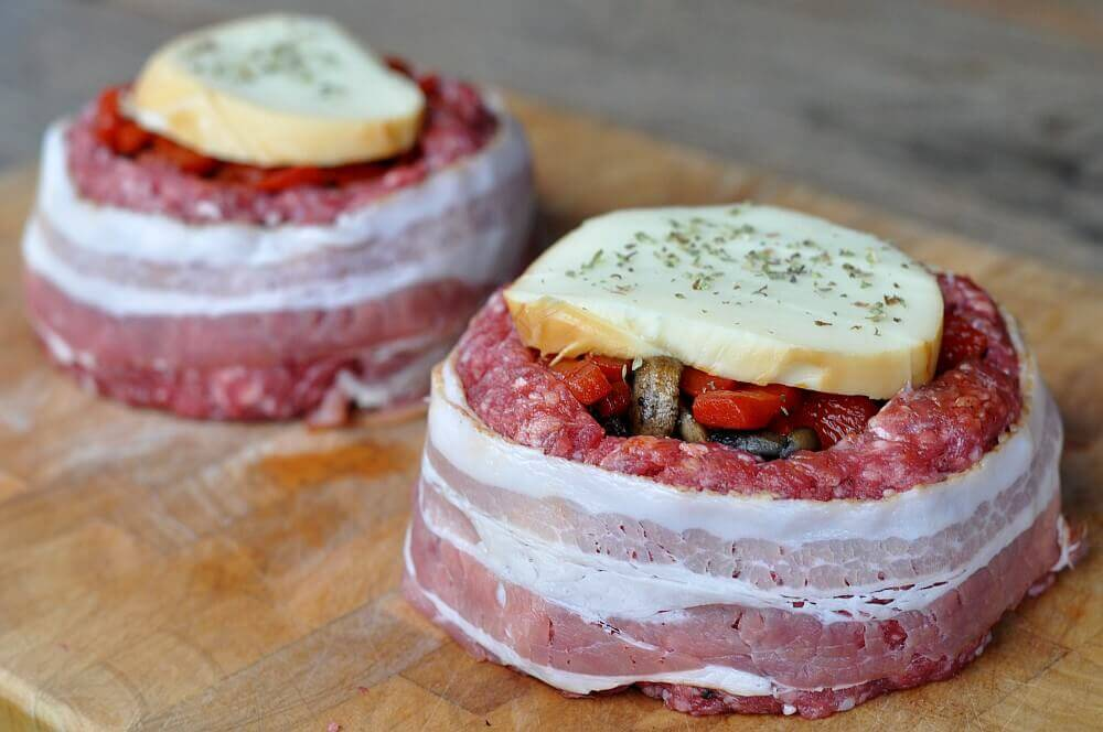 Beer Can Burger beer can bacon burger-BeerCanBaconBurger03-Beer Can Bacon Burger – gefüllter Burger im Speckmantel beer can bacon burger-BeerCanBaconBurger03-Beer Can Bacon Burger – gefüllter Burger im Speckmantel