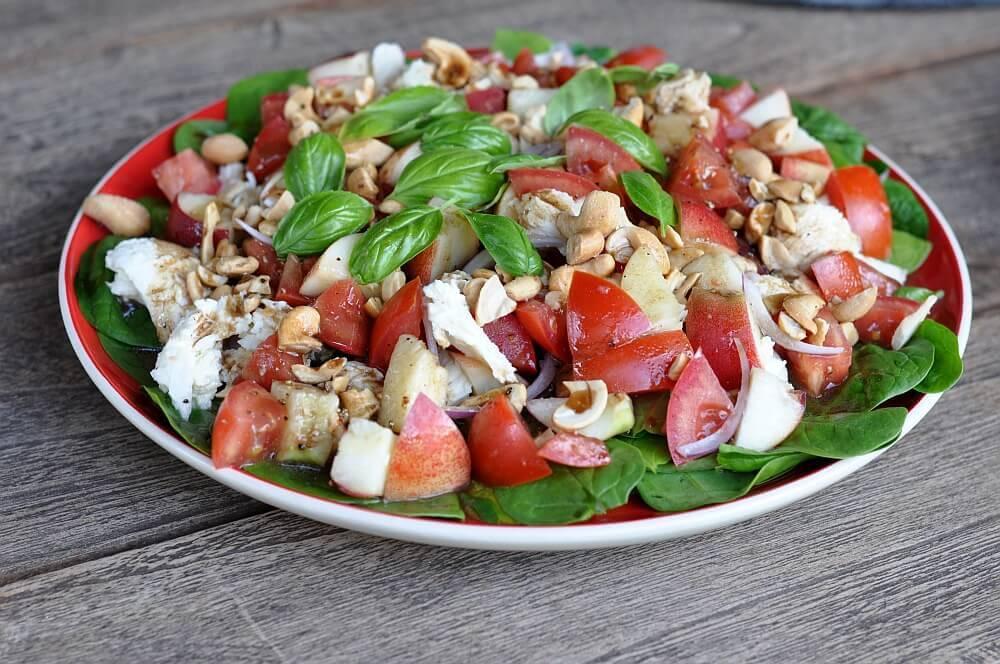 Spinatsalat spinatsalat-Spinatsalat01-Fruchtiger Spinatsalat mit Nektarinen und Cashewkernen