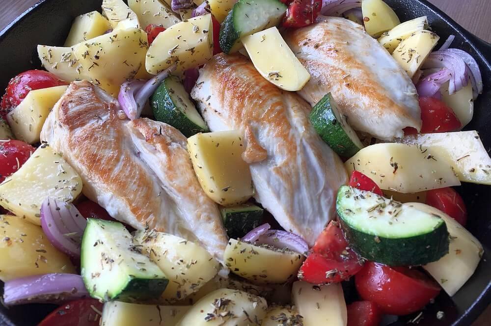 Mediterrane Hähnchenpfanne mediterrane hähnchenpfanne-MeditteraneHaehnchenpfanne03-Mediterrane Hähnchenpfanne mit Tomaten und Zucchini