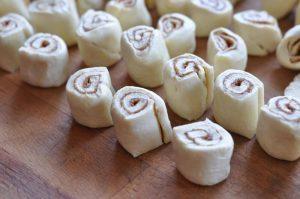 Mini-Croissant-Zimtschnecken mini-croissant-zimtschnecken-MiniCroissantZimtschnecken04 300x199-Mini-Croissant-Zimtschnecken aus der Gusspfanne