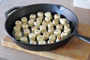 Mini-Croissant-Zimtschnecken mini-croissant-zimtschnecken-MiniCroissantZimtschnecken05 300x199-Mini-Croissant-Zimtschnecken aus der Gusspfanne