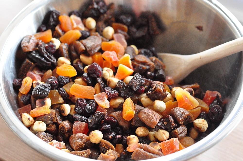 Nuss-Fruchtmischung früchtebrot-Fruechtebrot02-Weihnachtliches Früchtebrot mit Haselnüssen