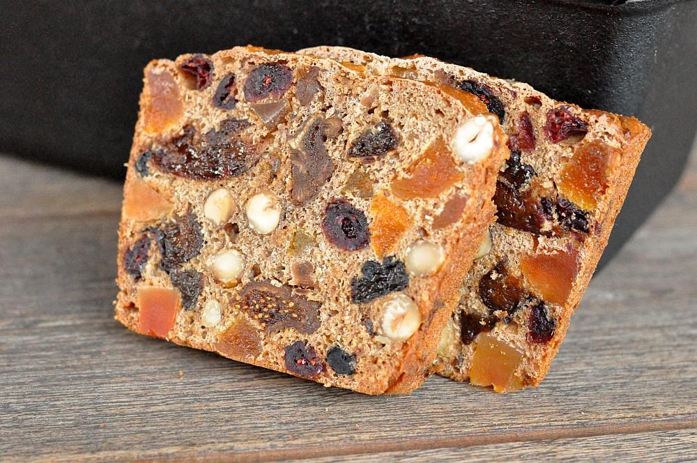 Weihnachtliches Früchtebrot aus der Petromax Kastenform früchtebrot-Fruechtebrot06-Weihnachtliches Früchtebrot mit Haselnüssen