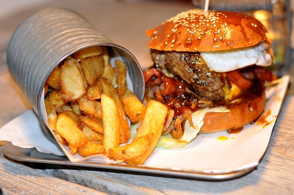 Burger Nerds Duisburg -BurgerNerdsDuisburg03-Die Burger Nerds in Duisburg im BBQPit-Burgerbuden-Test