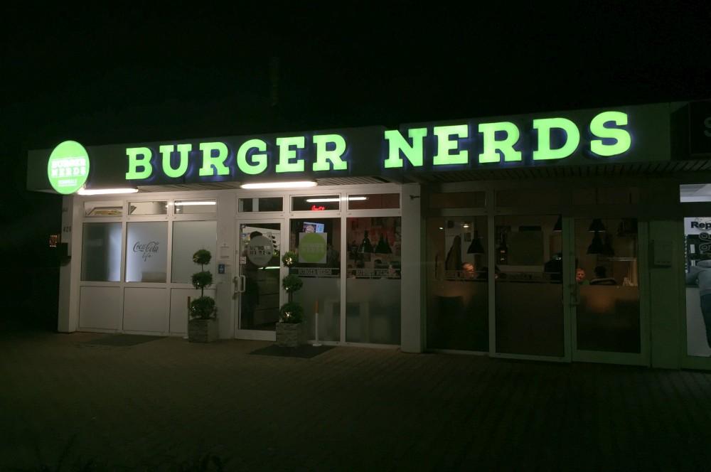 Burger Nerds Duisburg -BurgerNerdsDuisburg05-Die Burger Nerds in Duisburg im BBQPit-Burgerbuden-Test